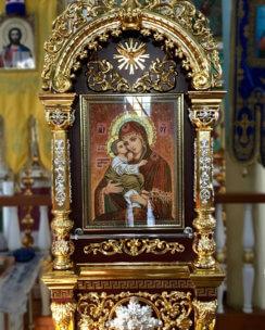 киот под икону с янтаря