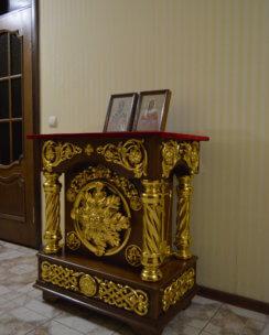 Деревянный аналой резной для храма