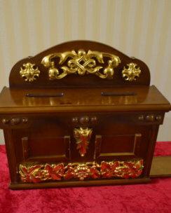 Церковный ящик для пожертвований